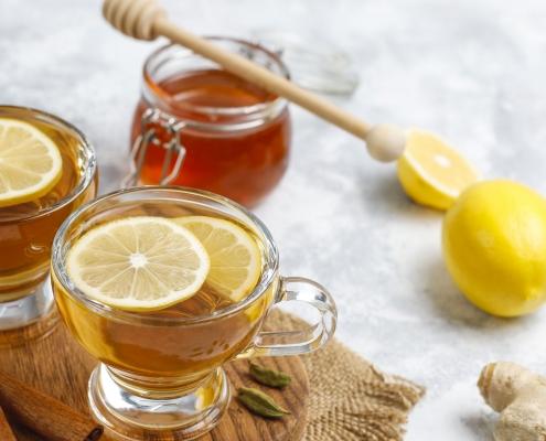 Honig bei Erkältung : schneller Power-Drink mit Zimt und Wasser